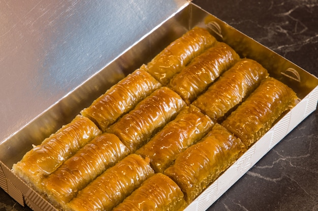 伝統的なおいしい新鮮なトルコのバクラヴァ