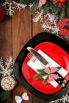 Традиционная посуда на рождественский стол. квартира лежала. вид сверху