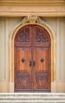 ルーマニア、ティミショアラの伝統的な扉