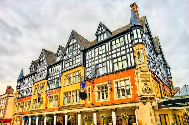 Традиционная английская архитектура в старом городе честера, англия, великобритания