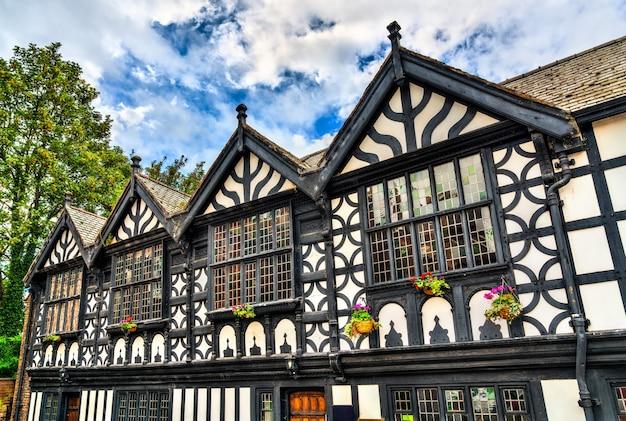 Традиционный английский дом архитектуры тюдоров в честере, англия