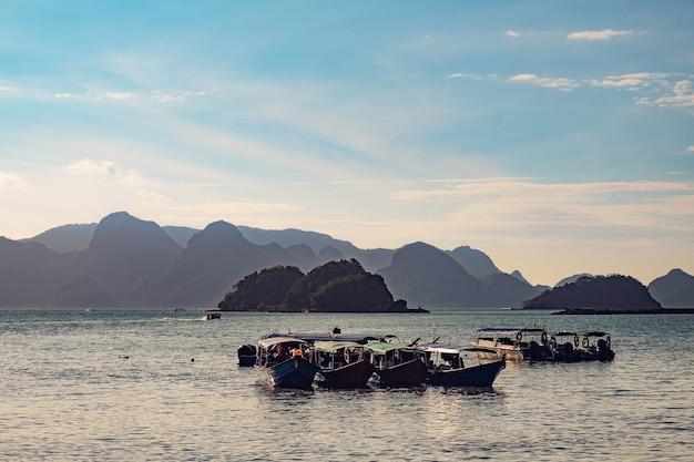 マレーシア、ランカウイの伝統的な漁船
