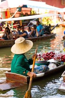 Traditional floating market in damnoen saduak near bangkok. thailand