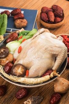 伝統的な食べ物-高麗人参のチキンスープ、