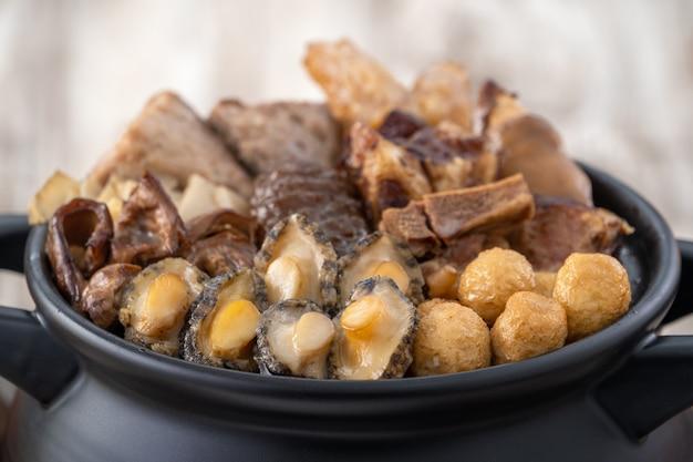 中国の旧正月の伝統的な食べ物、仏は壁を飛び越えます