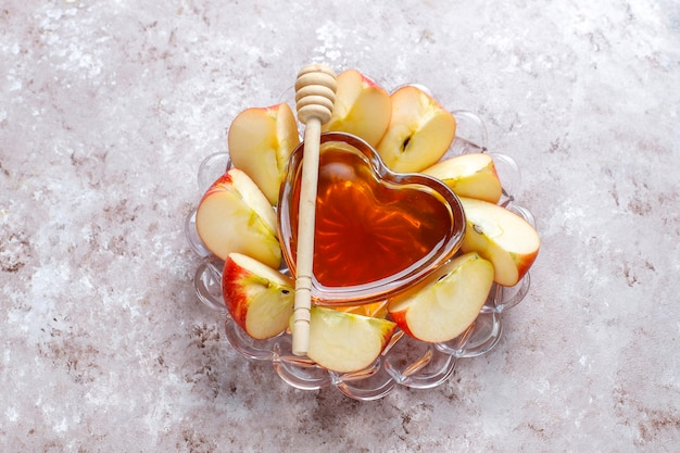 ユダヤ人の新年の伝統的な食べ物-ロッシュハシャナ。