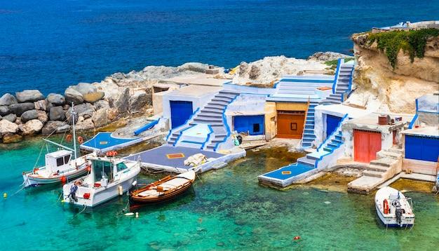伝統的なギリシャシリーズ-ミロス島の漁船