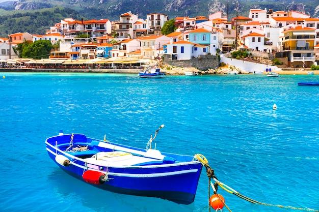 전통적인 그리스 어촌 마을.