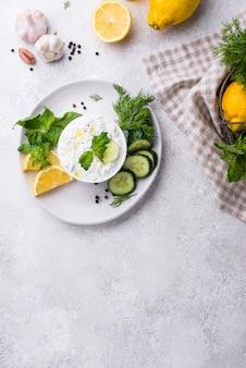 Традиционный греческий соус или закуска цацики