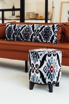 Традиционные поделки по ткани сюзане в интерьере