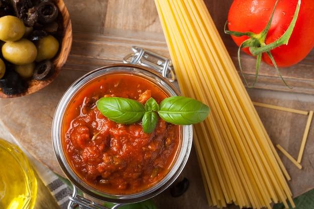 伝統的な自家製トマトソース