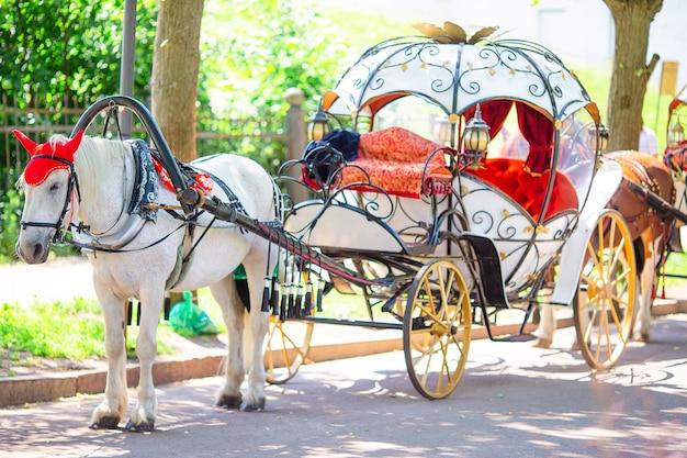 ヨーロッパの伝統的な馬車辻馬車