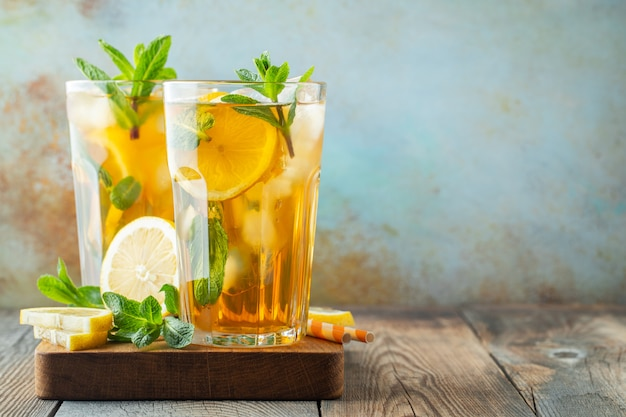 Traditional iced tea with lemon and ice.