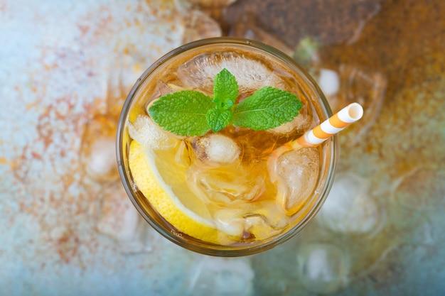 Traditional iced tea with lemon.