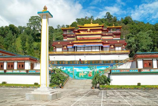 Традиционный индийский буддийский монастырь. в индии, штат сикким