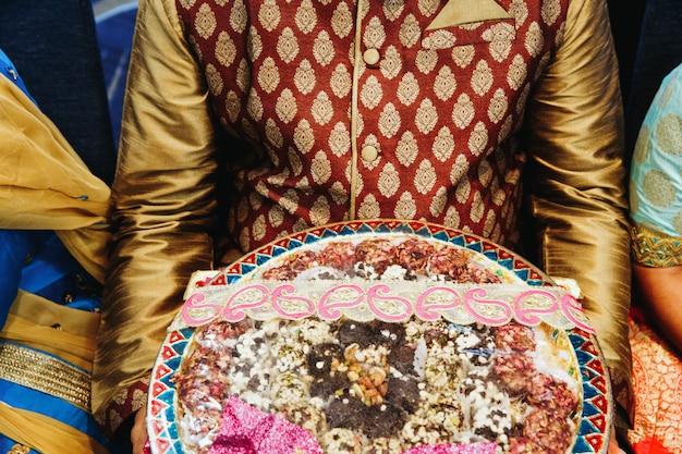 結婚式の日の伝統的なインド料理