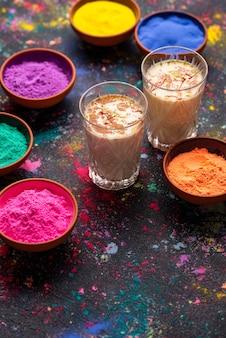 사프란과 함께 전통적인 인도 음료 thandai