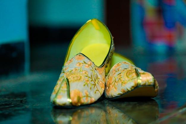 Traditional indian wedding ceremony  groom wedding shoes Premium Photo