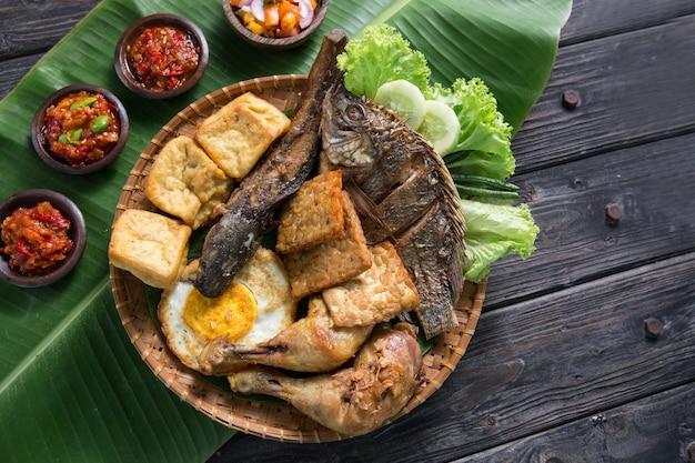 Блюдо традиционной индонезийской кухни