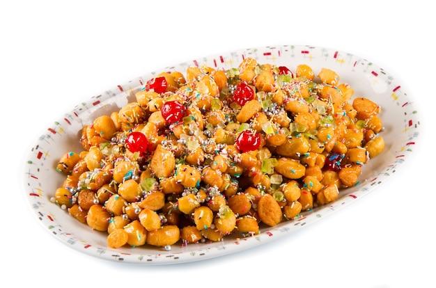 전통적인 이탈리아 크리스마스 stuffoli 꿀 공