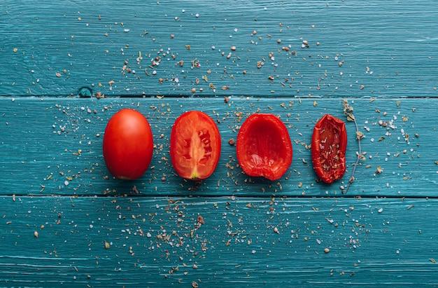 伝統的なイタリア料理、自家製のサンドライトマト。 Premium写真