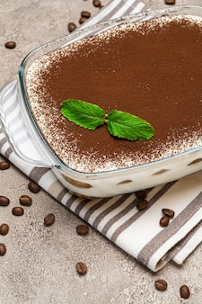伝統的なイタリアのティラミスデザート