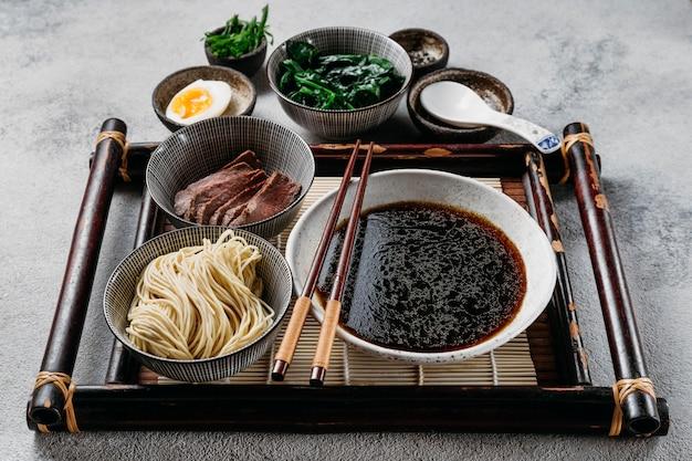 伝統的な日本料理のアレンジメント