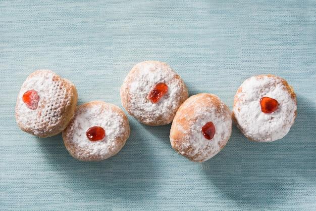 Традиционные еврейские пончики для хануки
