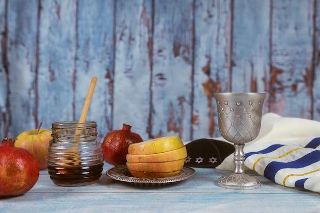 Традиционная еврейская еда и элементы