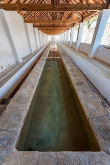전통적인 세탁 세탁을하는 데 사용되는 공공 구조 la font de la figuera valencia spain