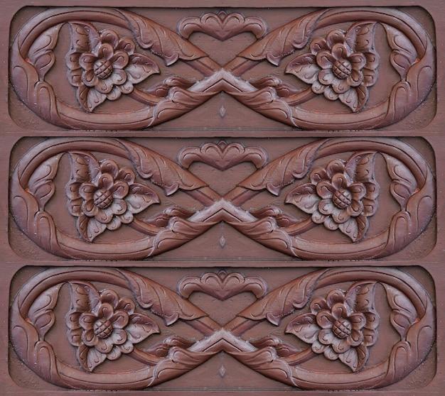 伝統的なマレーパターン手作りの木彫り
