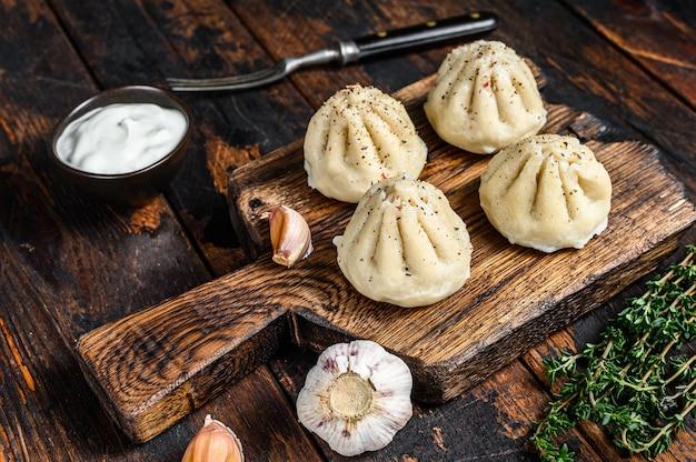 ミンチ肉で蒸した伝統的なマンティ餃子。