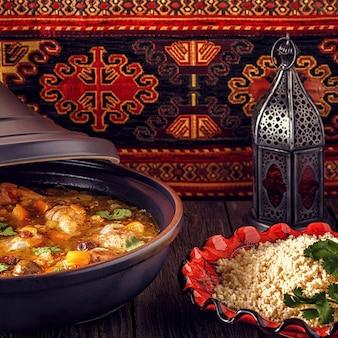Традиционный марокканский таджин из курицы с солеными лимонами и оливками