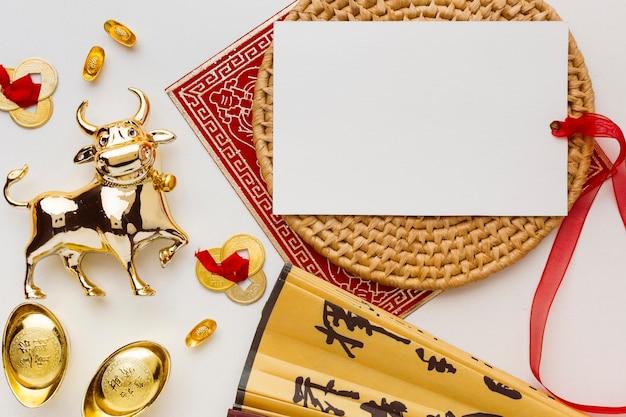 Традиционная новогодняя китайская открытка с копией быка