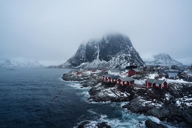 伝統的なノルウェーの漁師の小屋