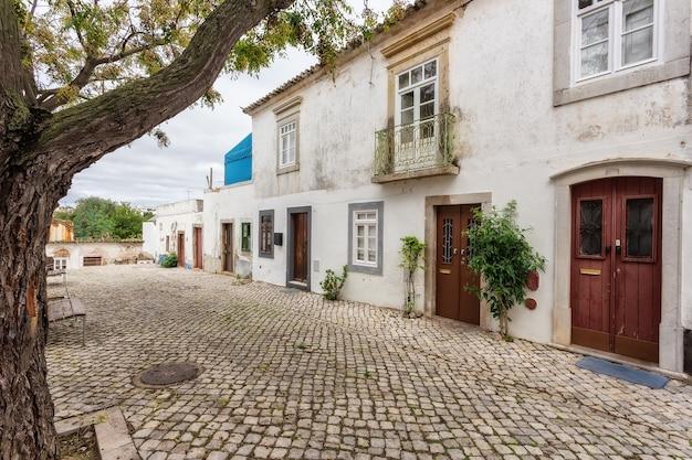 タヴィラの伝統的な古いポルトガルの通り。