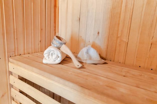 Традиционная старинная русская баня, концепция спа, детали интерьера, финская сауна, парная с традиционным ...