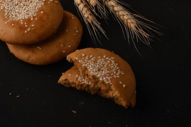 Традиционная восточная сладость из муки и патоки