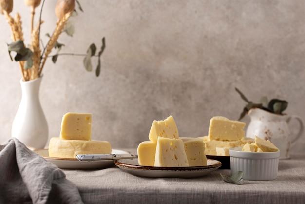 전통적인 파니르 치즈 배열