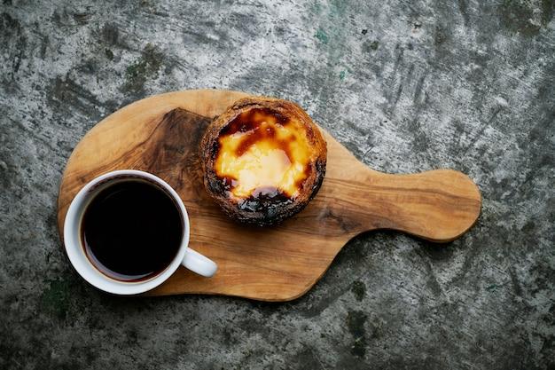 伝統的なポルトガルのデザート、パステルデナタ