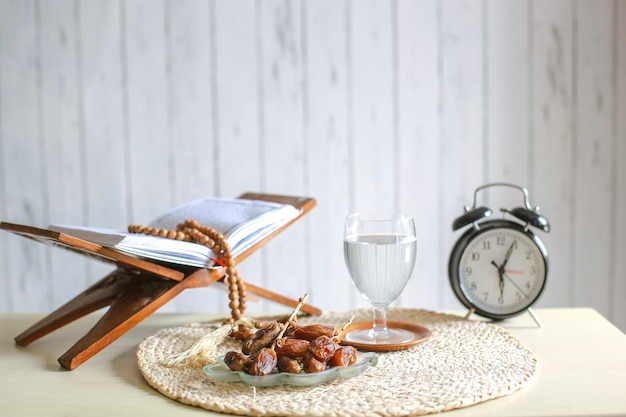 Традиционный рамадан и ифтар на столе