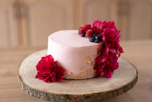 伝統的なレッドベルベットケーキ