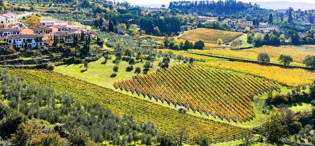トスカーナの伝統的な田園風景と村。キャンティのつる地域。イタリア