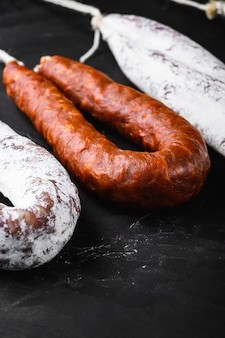 Традиционные испанские колбаски фуэт и чоризо