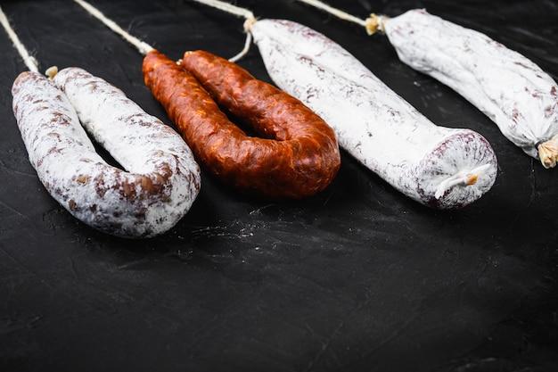 Традиционные испанские колбаски лонганиза и чоризо