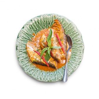 Традиционная тайская еда на белом фоне