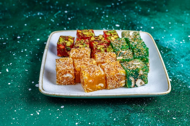 伝統的なトルコ料理、東洋のお菓子。