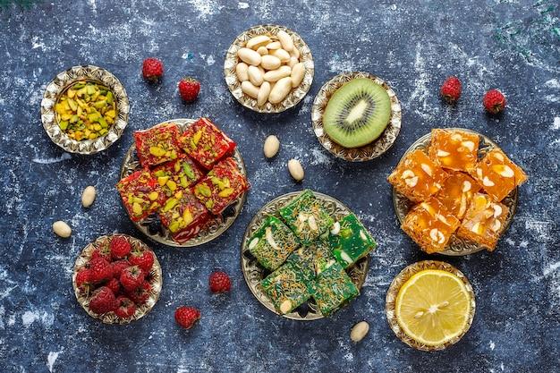 Традиционный рахат-лукум, восточные сладости.