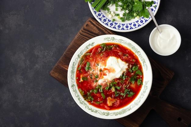 伝統的なウクライナのビーツのスープ