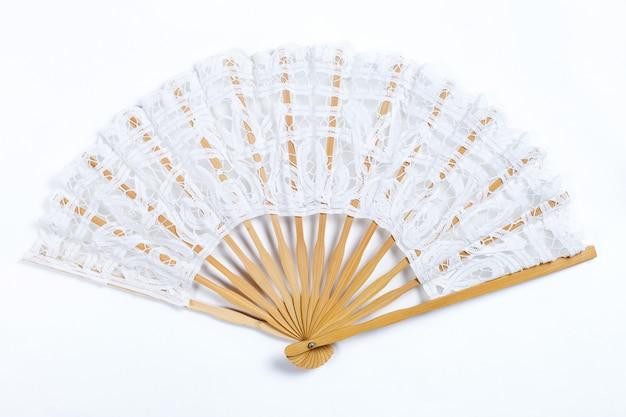 Традиционный венецианский складной веер на белом фоне